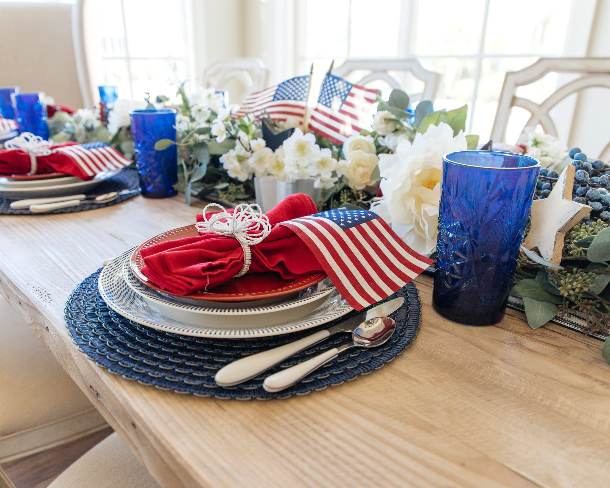 american flag day, patriotic tablescape, patriotic table-setting, patriotic decor, fourth july, 4th of july, tablescape, table setting, placesetting, memorial day decor, memorial day tablescape, dinnerware, entertaining, summer entertaining