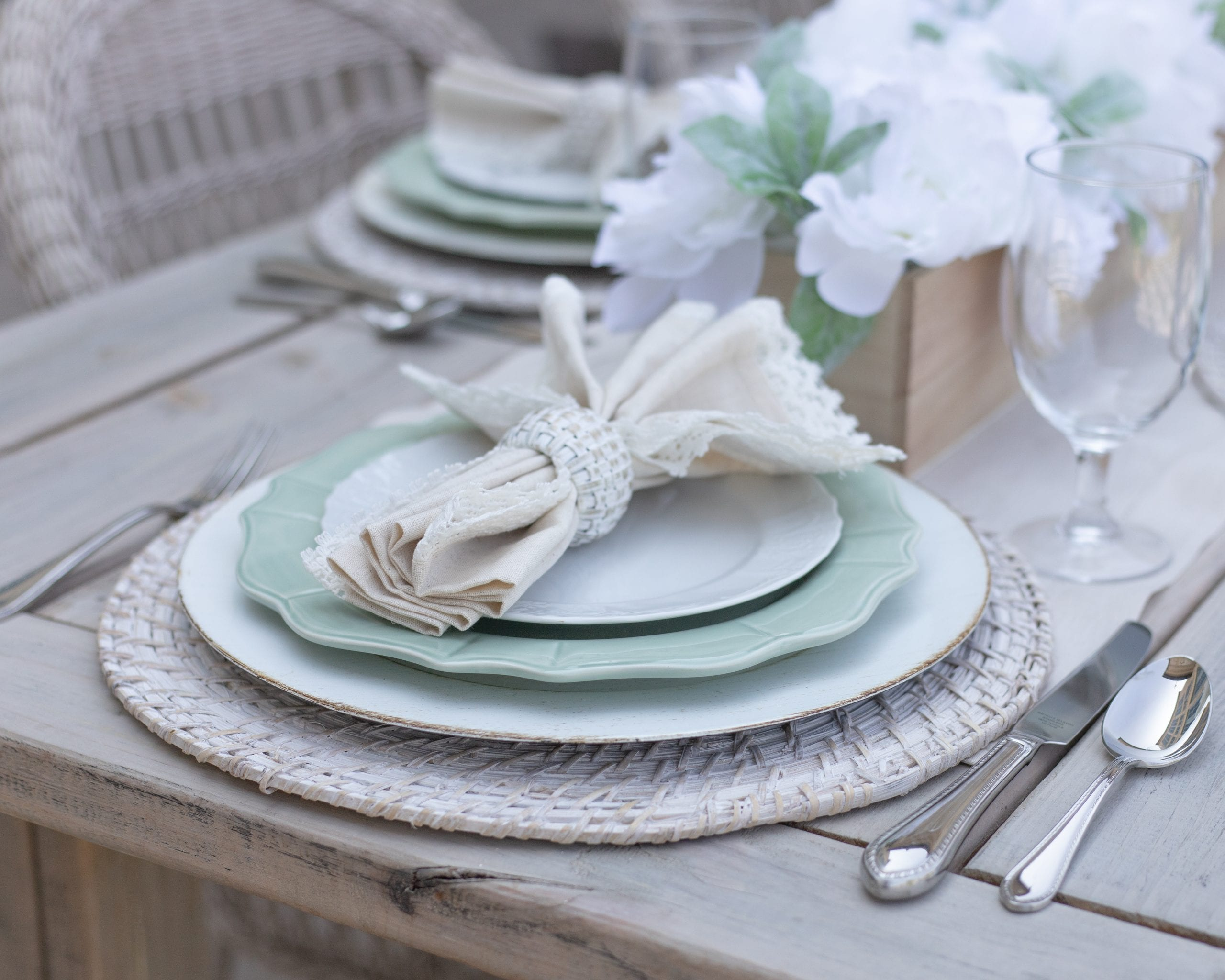 outdoor place-setting