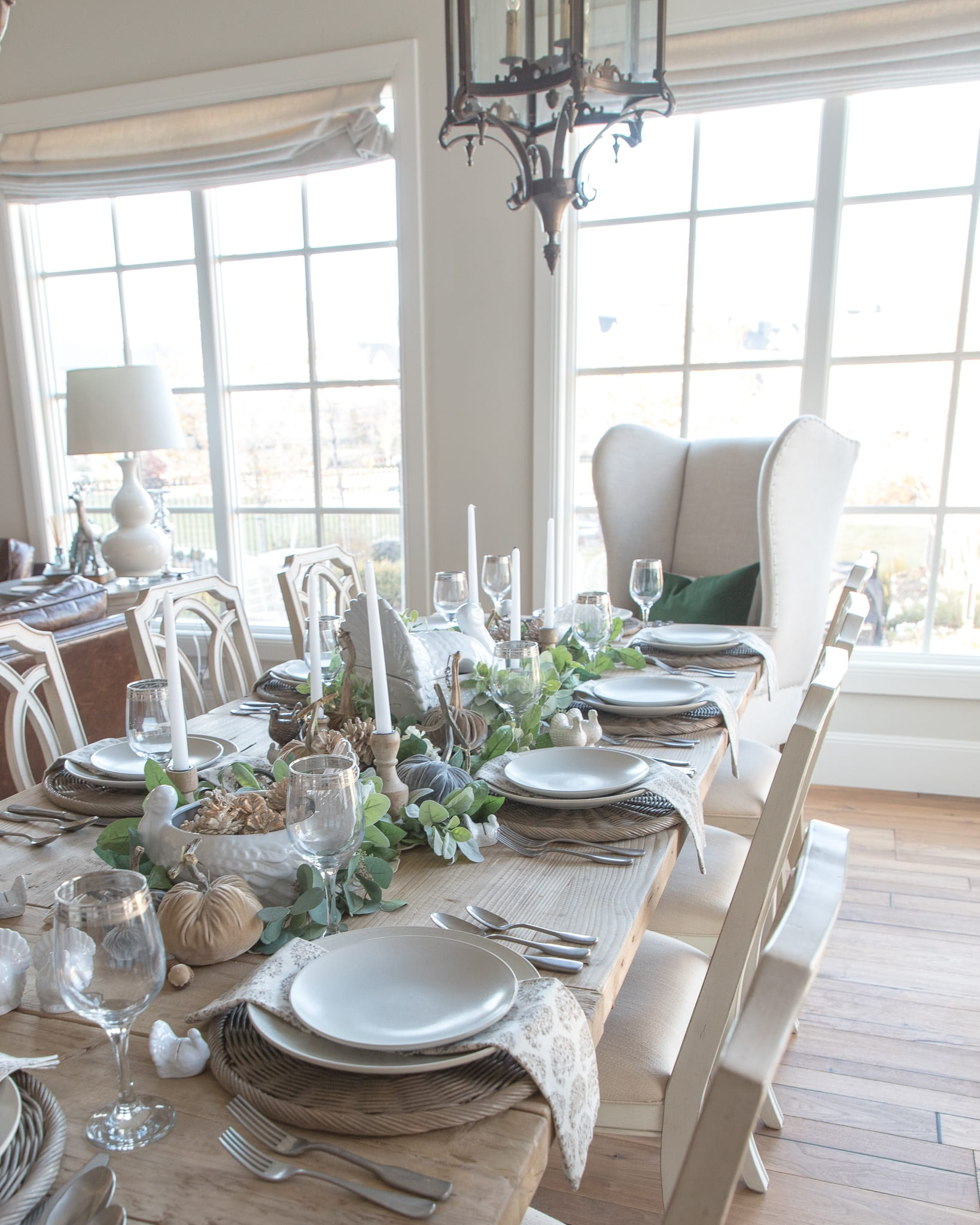 green and white thanksgiving table settings