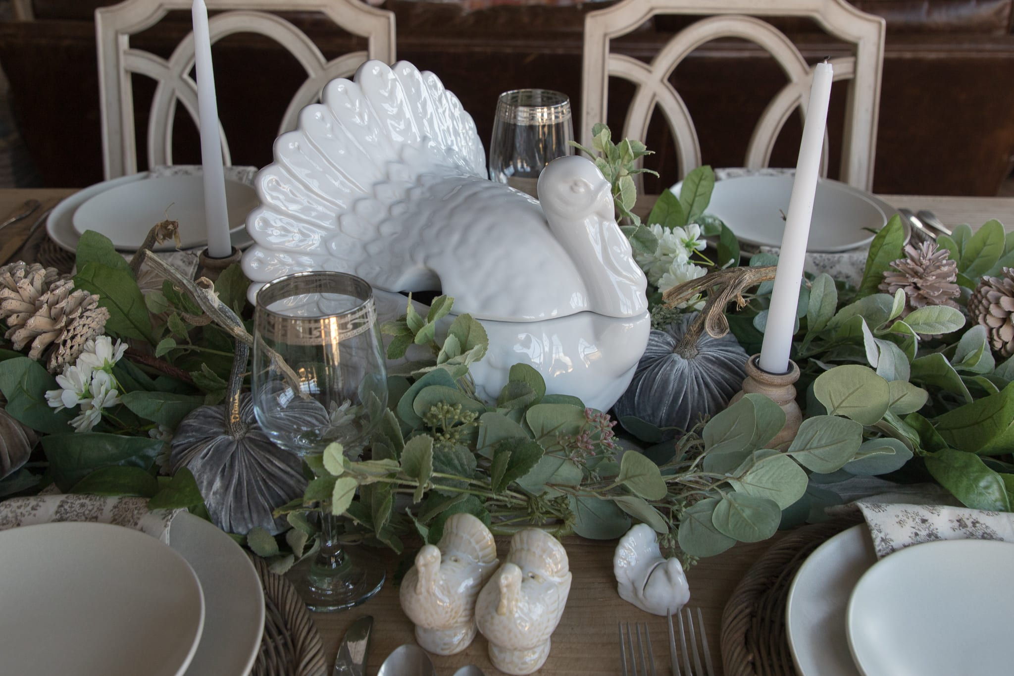 turkey tablescape with green and white decor