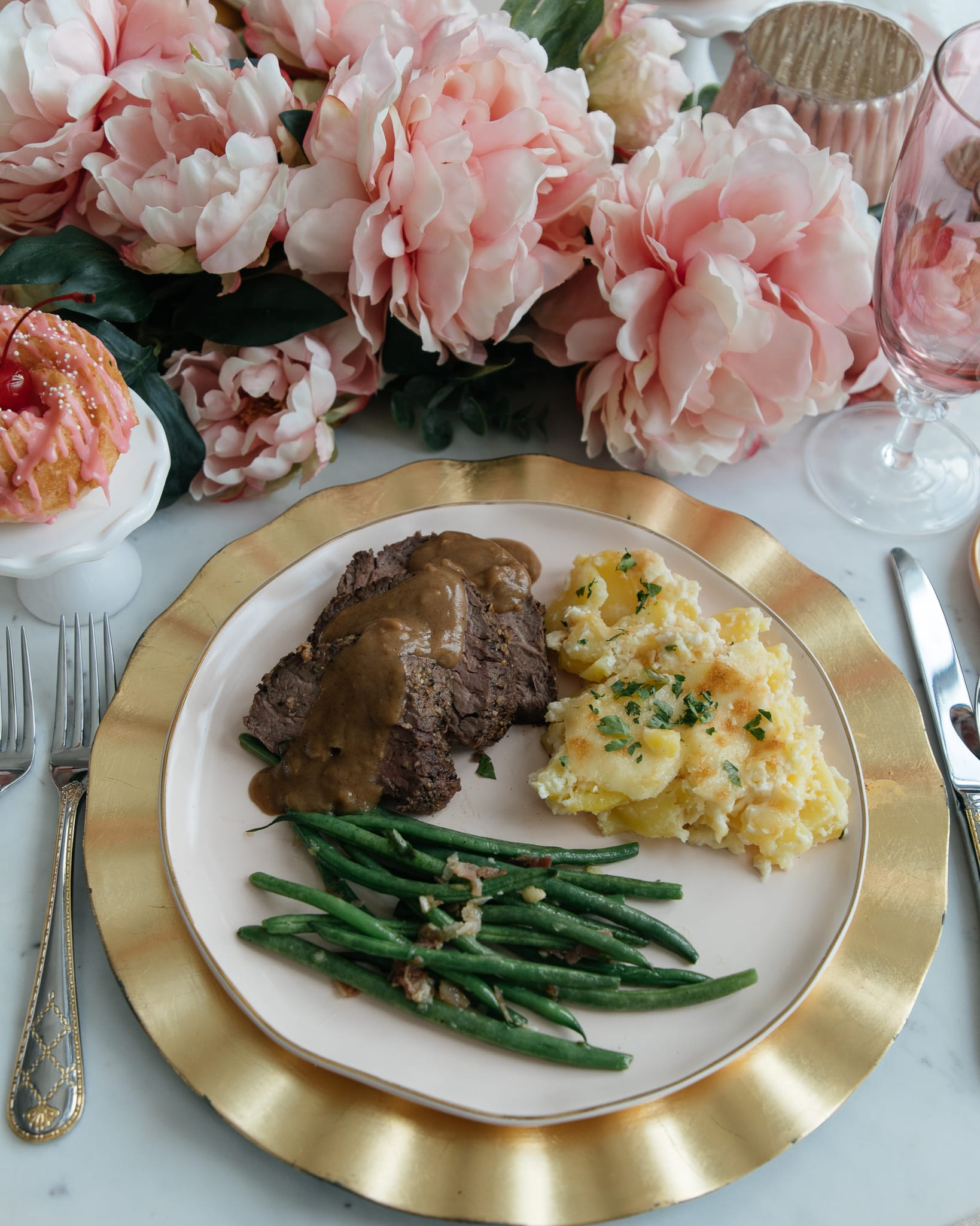 Roasted Beef Tenderloin main course beef recipes dinner ideas beef tenderloin roasting meat scalloped potatoes green beans side dish cooking main course fontina cheese potatoes recipes