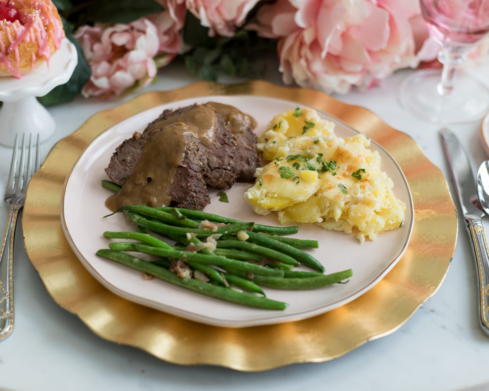 Roasted Beef Tenderloin main course beef recipes dinner ideas beef tenderloin roasting meat scalloped potatoes green beans
