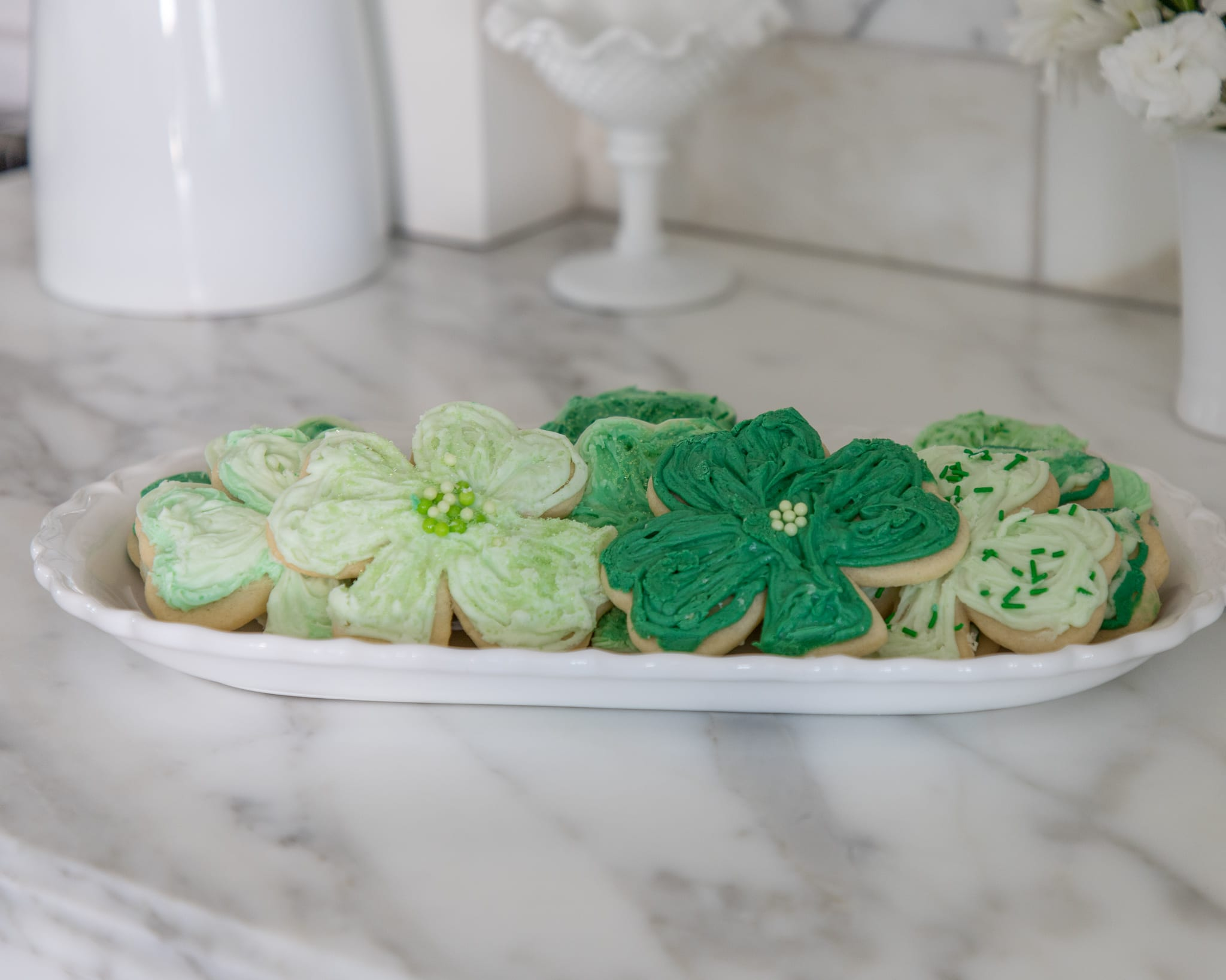 hot cocoa bar, hot chocolate bar, tablescape, spring decor, st. patricks day decor, saint patricks day, green and gold, green decor, home decor, dining room decor, dining room shamrock sugar cookies