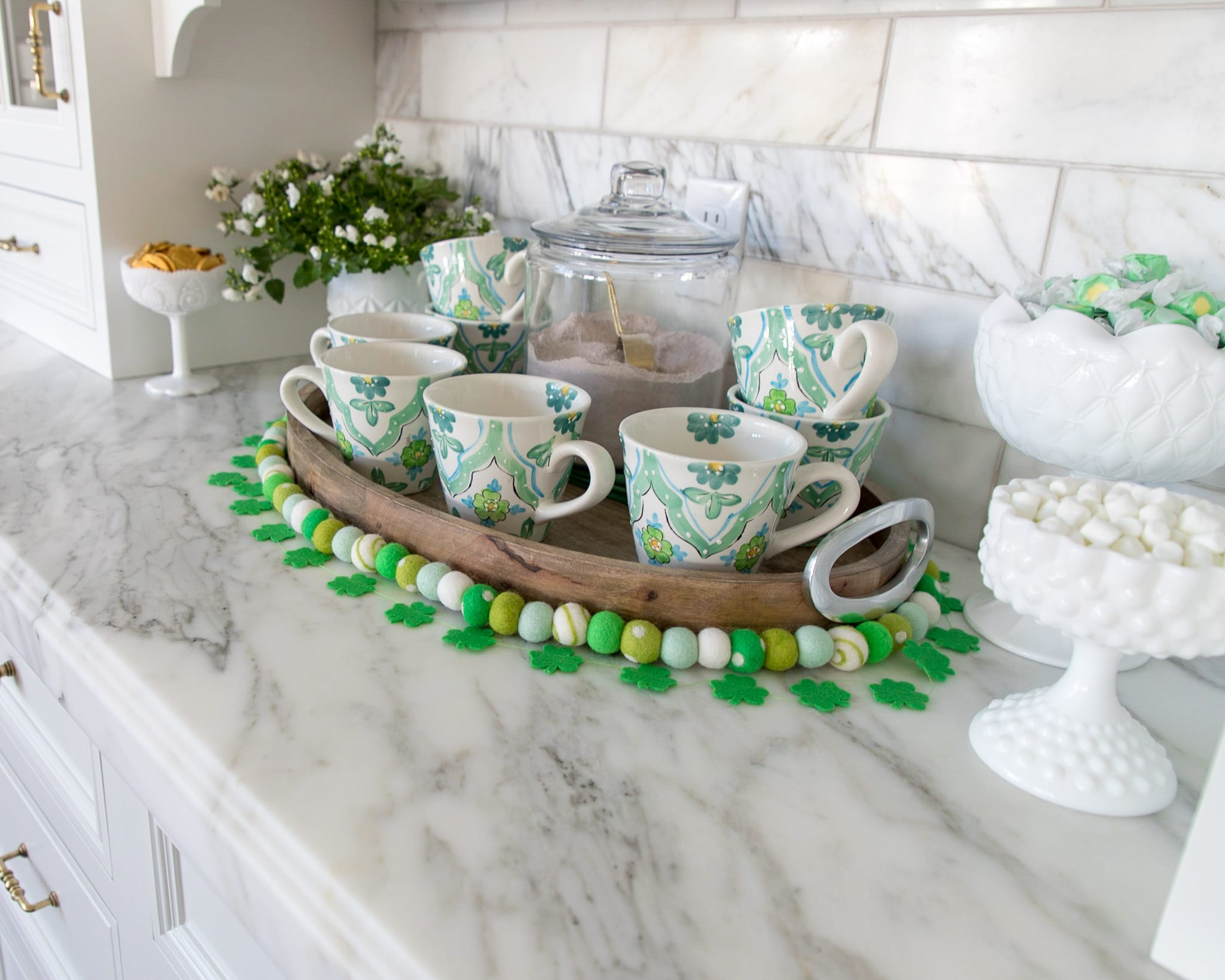 hot cocoa bar, hot chocolate bar, tablescape, spring decor, st. patricks day decor, saint patricks day, green and gold, green decor, home decor, dining room decor, dining room