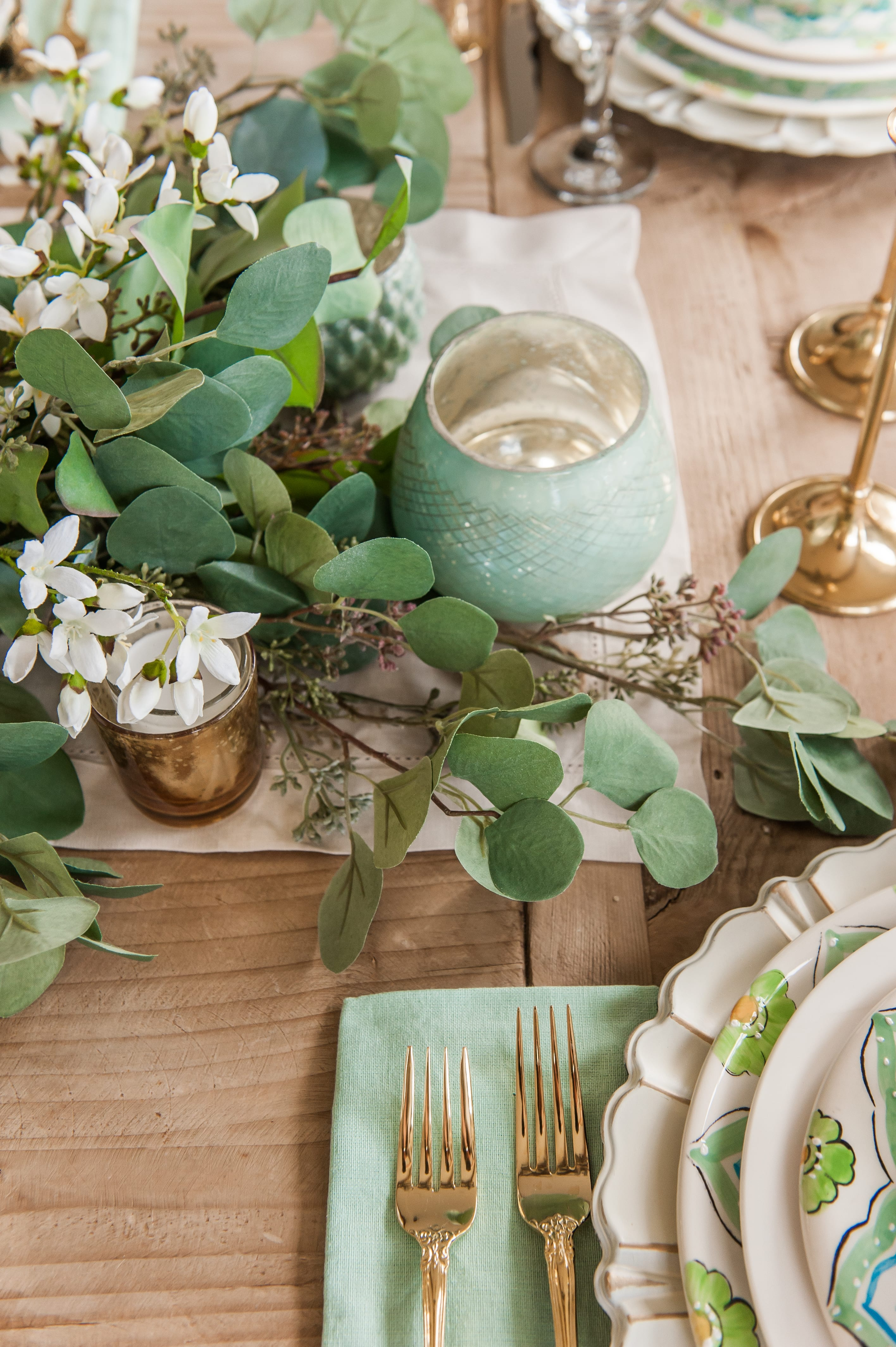 Tablescape spring Tablescapes st. patricks day table decor blue green and white table setting dinnerware easter tablescape easter dinner table dining room table setting place setting table decor idea centerpiece garland faux flowers
