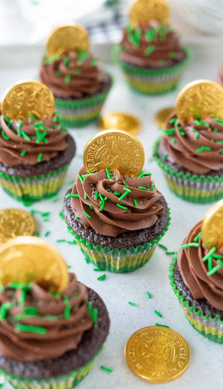 chocolate, chocolate cake, chocolate cake recipes, buttercream frosting, chocolate buttercream frosting, saint patricks day, cupcakes, cake, gold coins, green, baking, recipes, cupcake recipes