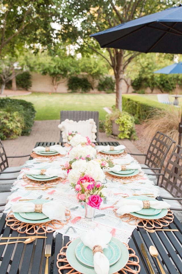 entertaining, outdoor entertaining, outdoor dinner party, anthropologie, dinnerware, place setting, table decor, centerpiece, flowers, floral arrangements, table styling, backyard dinner party, hostess