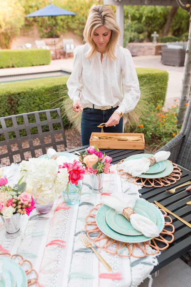 entertaining, outdoor entertaining, dinnerware, tablescape, table setting, placesetting, summer outdoor entertaining, backyard dinner party