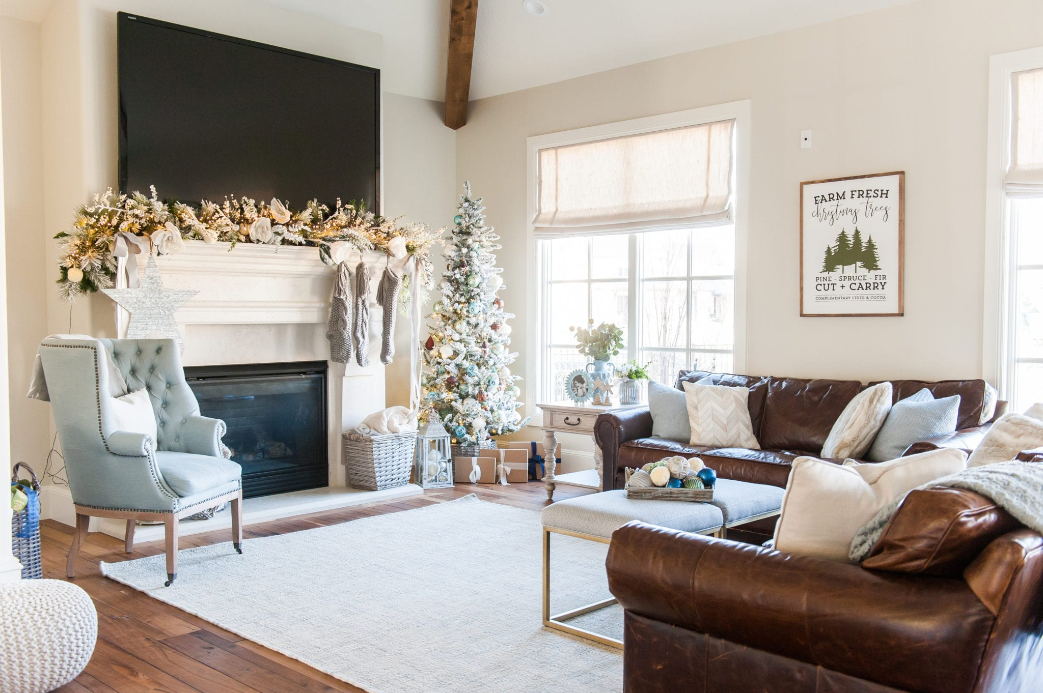 family room Christmas decor