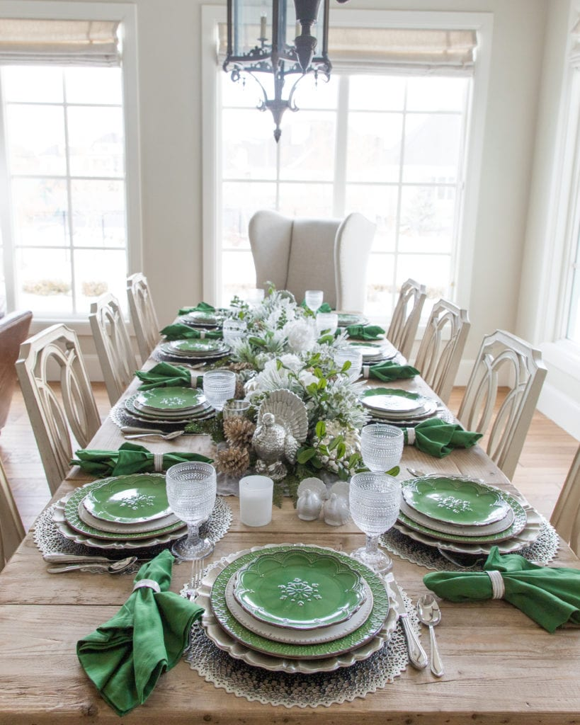 green, silver, white tablesetting