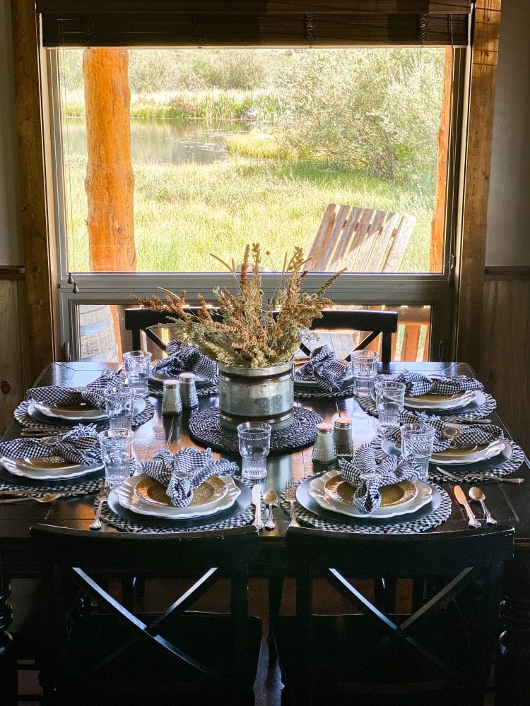 black yellow white cabin tablescape