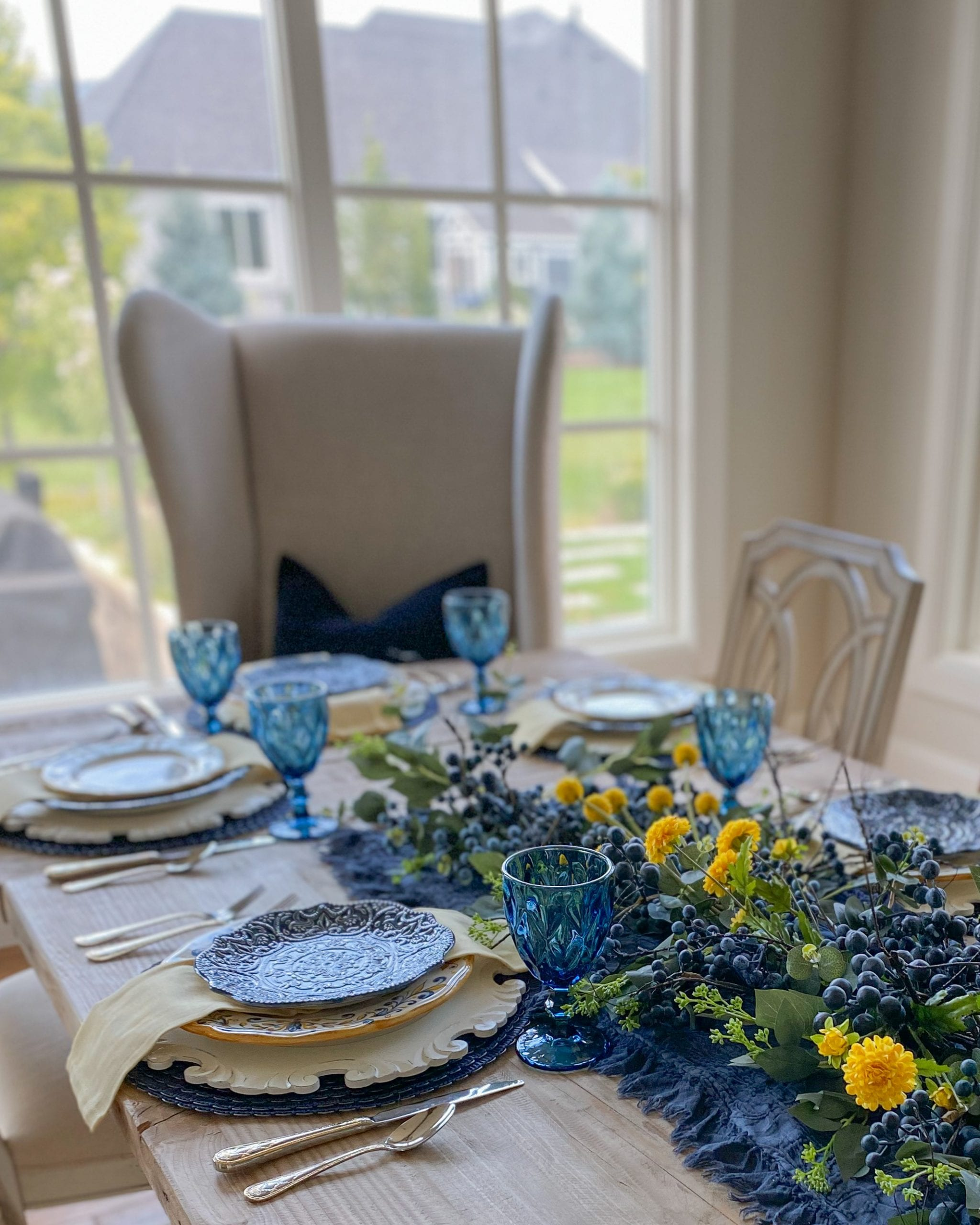 blue and yellow tablescape idea