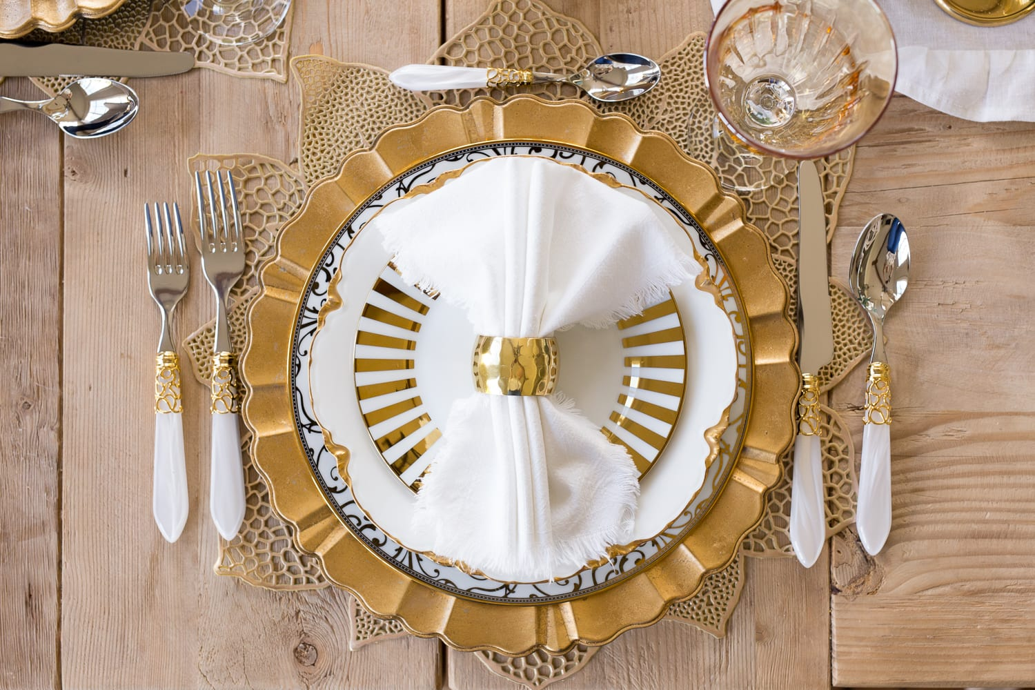 gold white placesetting