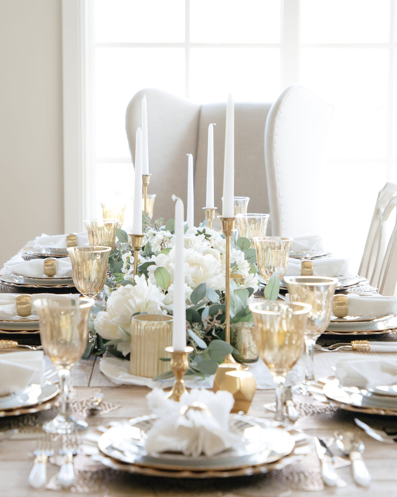 gold white tablescapes