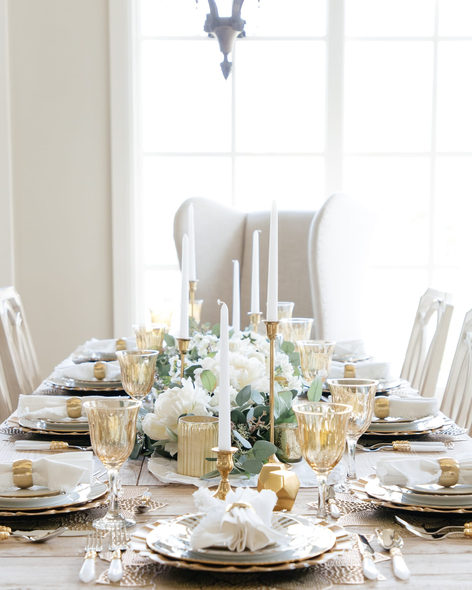 gold and white dinner table