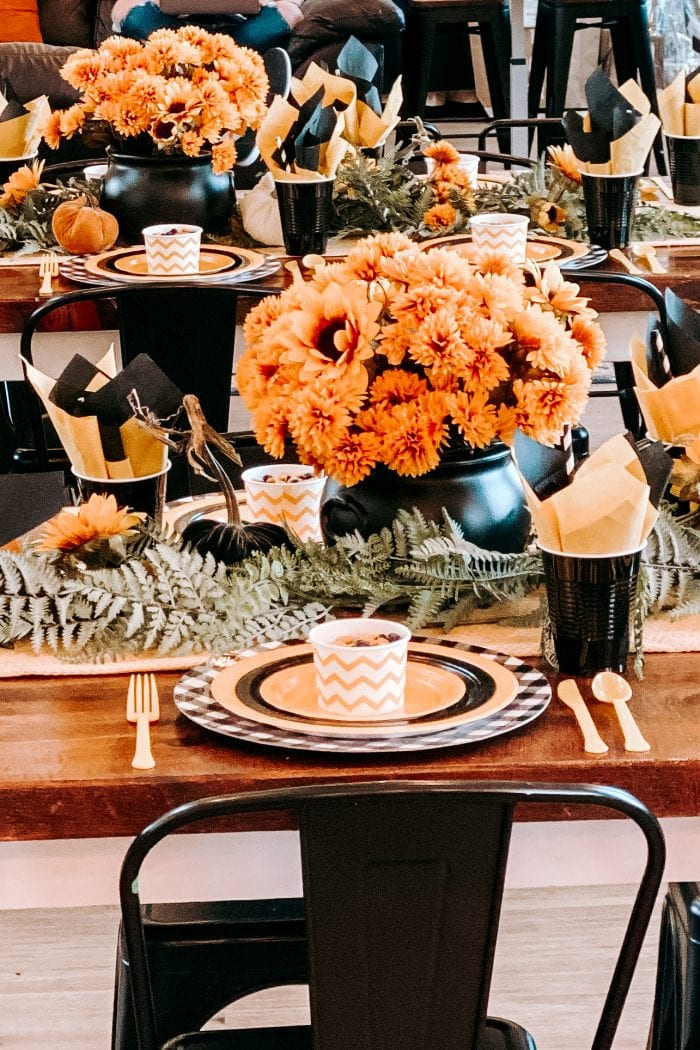 How To Create a Festive Fall Paper Plate Tablescape