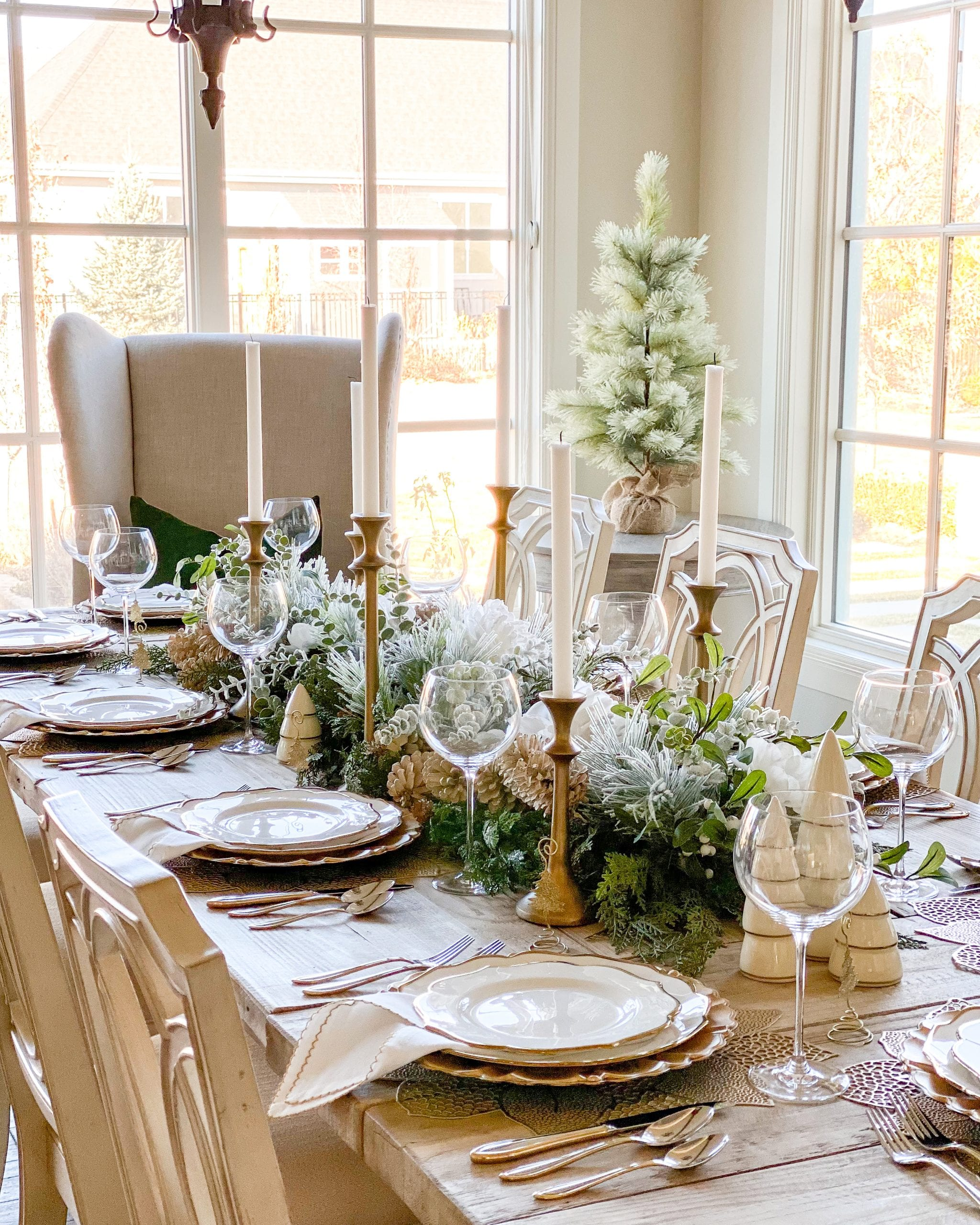 gold and silver winter tablescape table decor