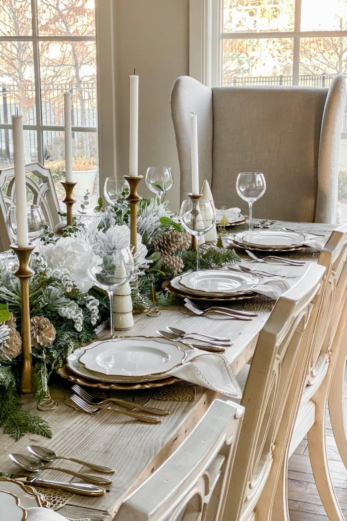 Elegant Silver and Gold Christmas Tablescape
