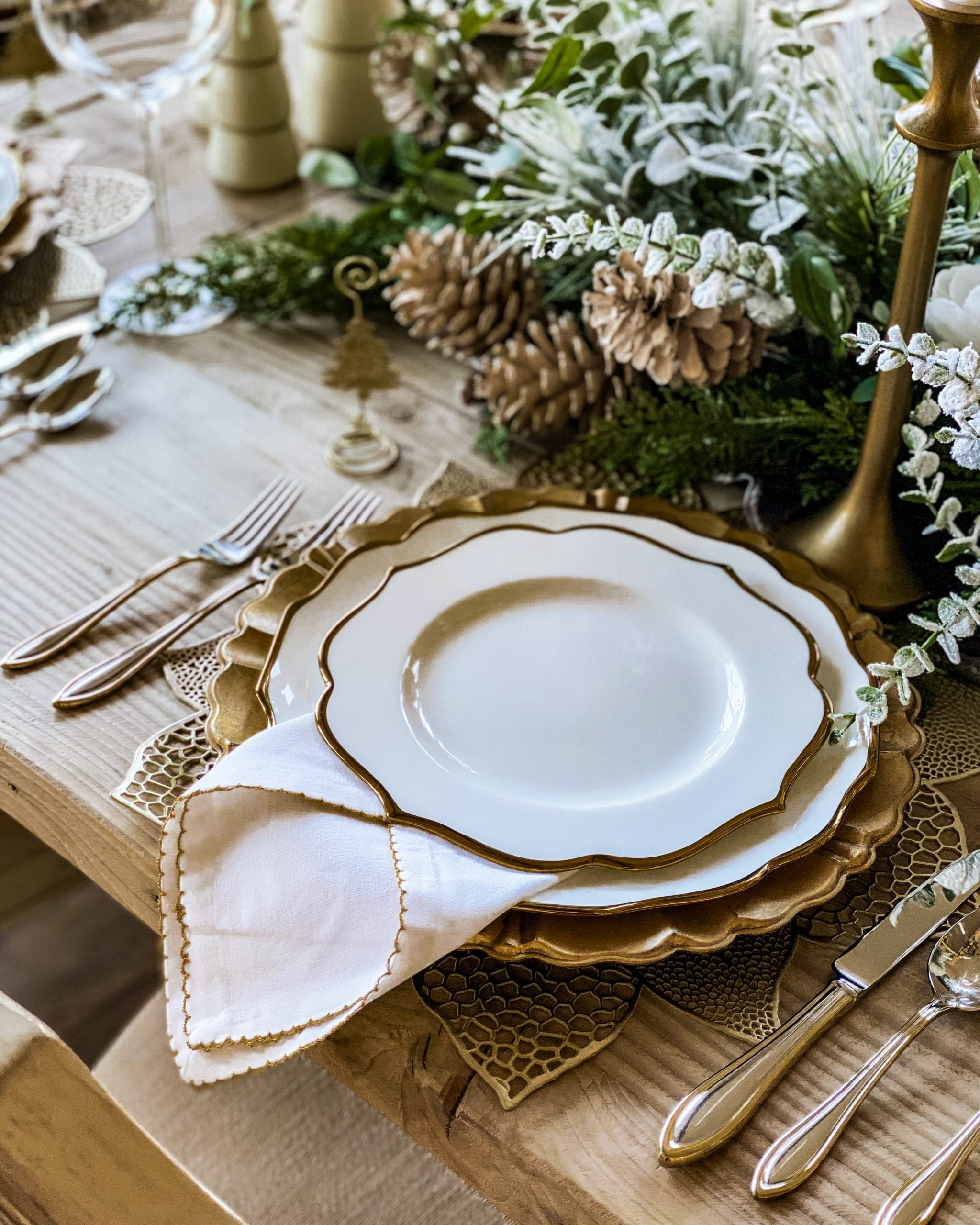 white and gold scalloped dinnerware