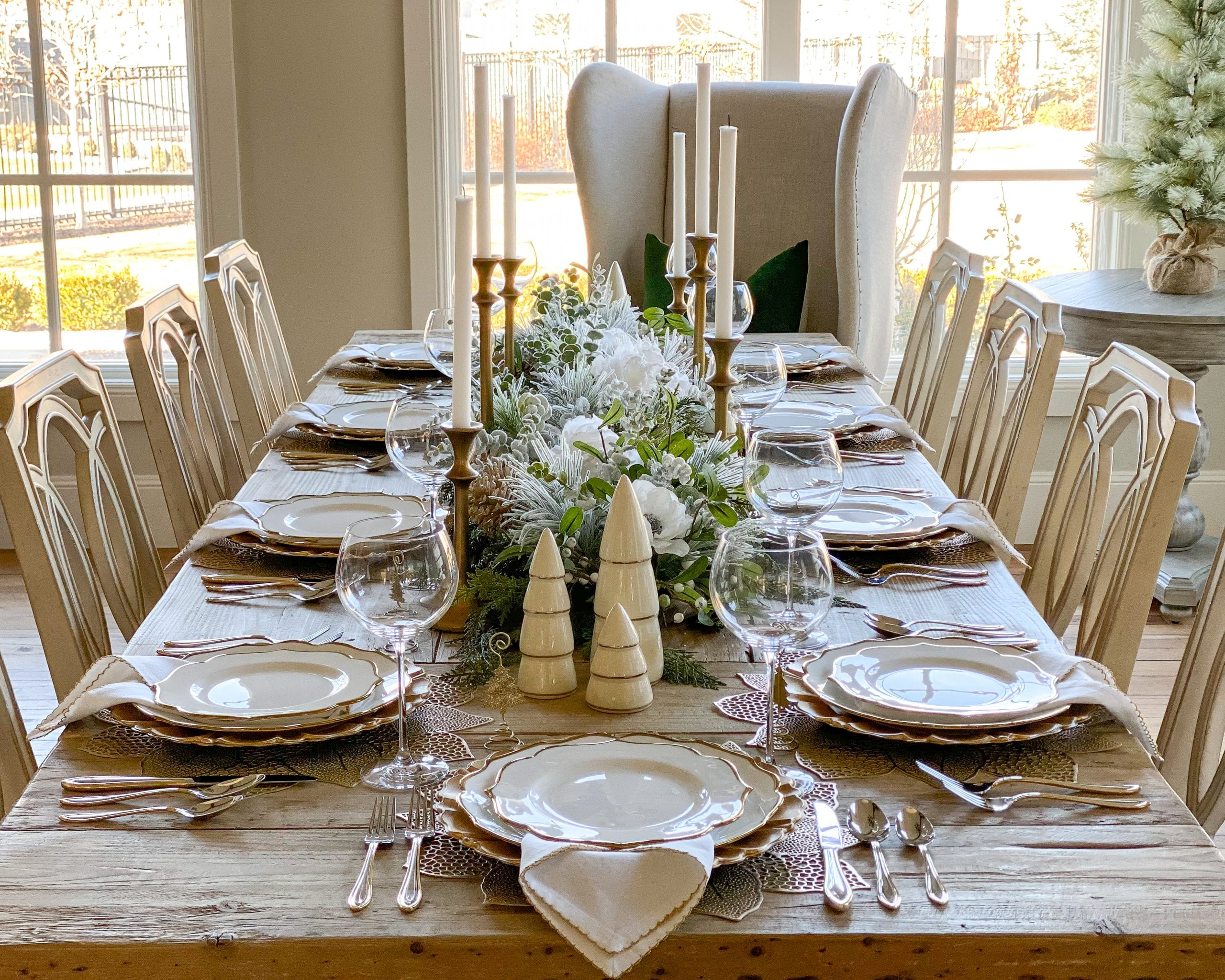 silver and gold tablescape