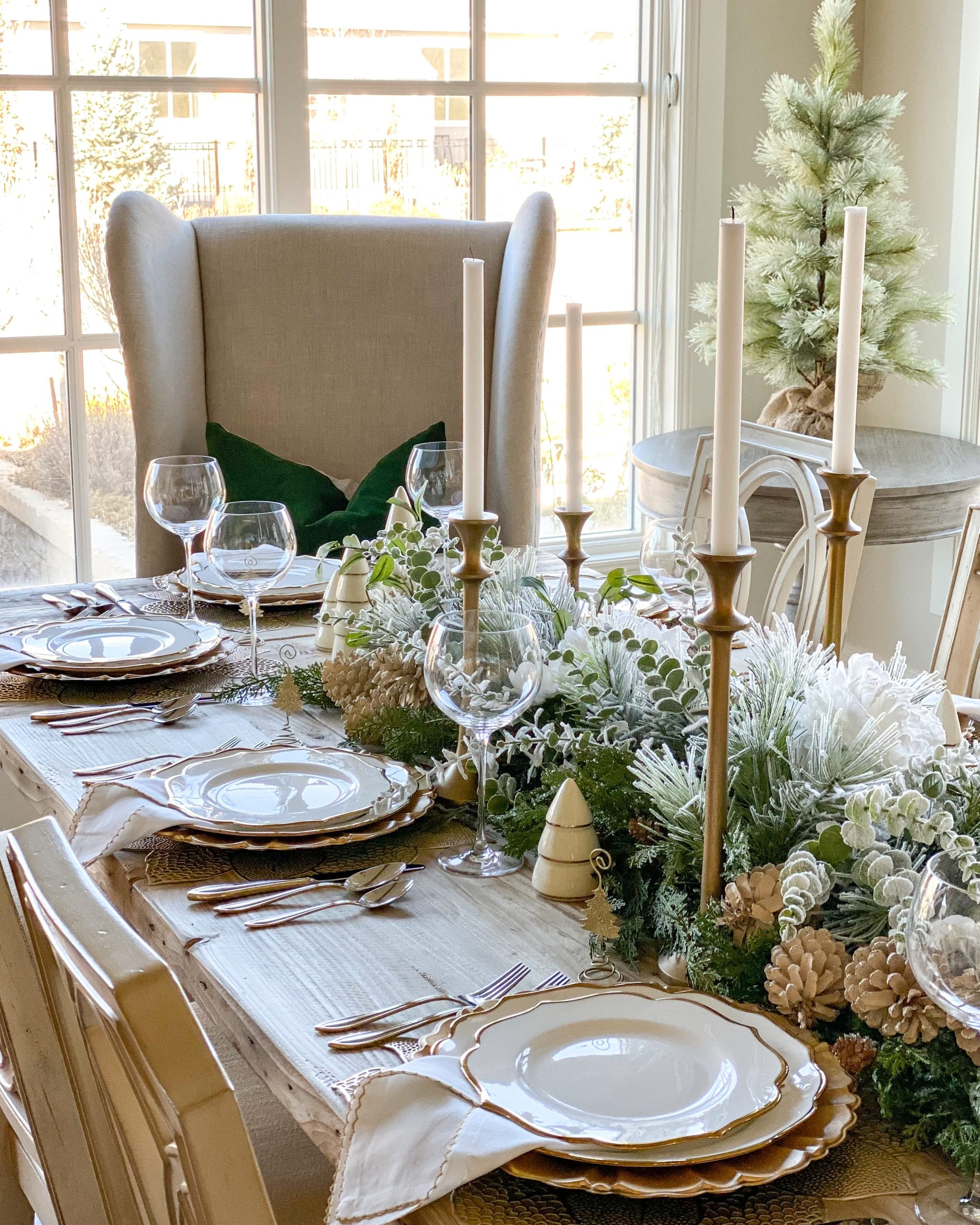 gold white silver dinnerware table ideas