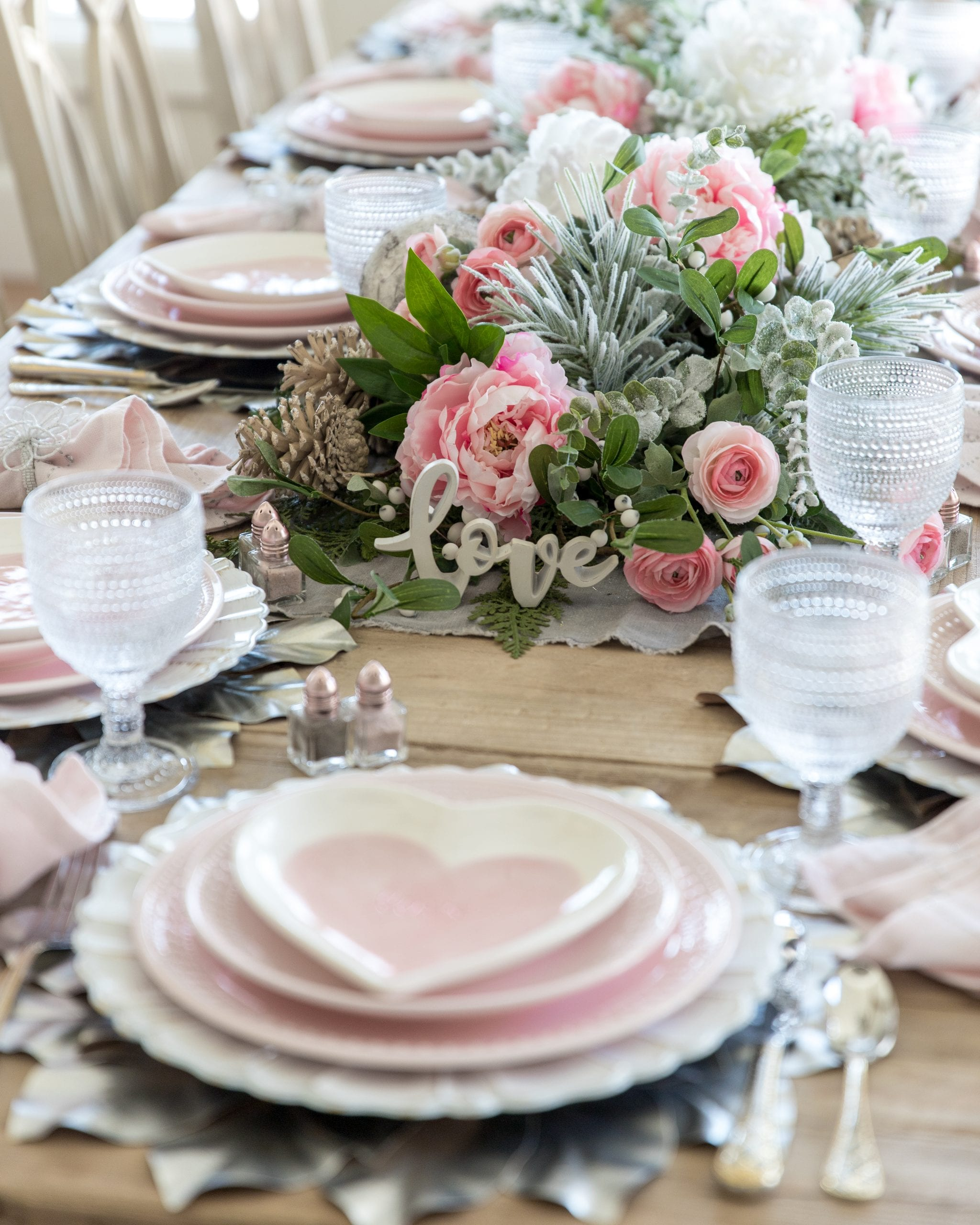 pink hearts valentines day table decor