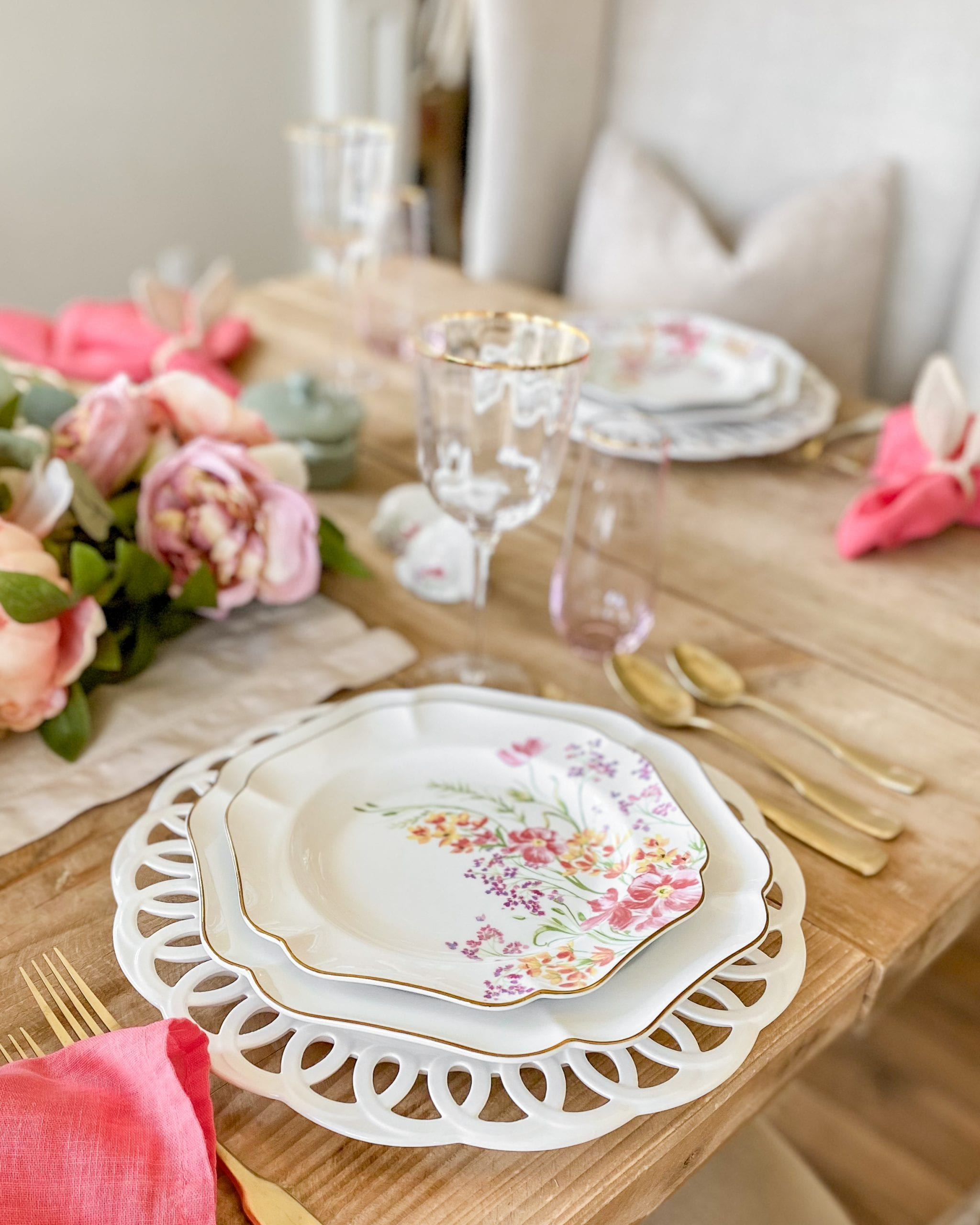 floral dinnerware tablescape