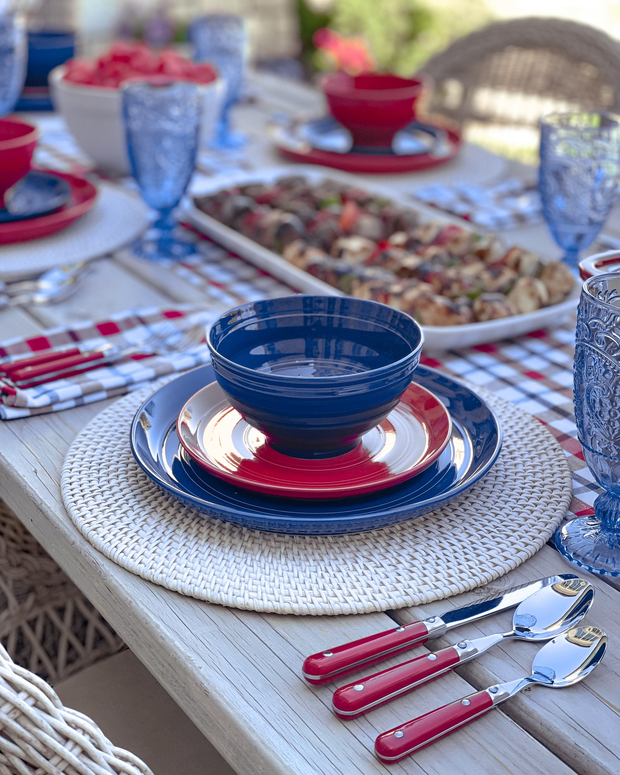 red blue dishes