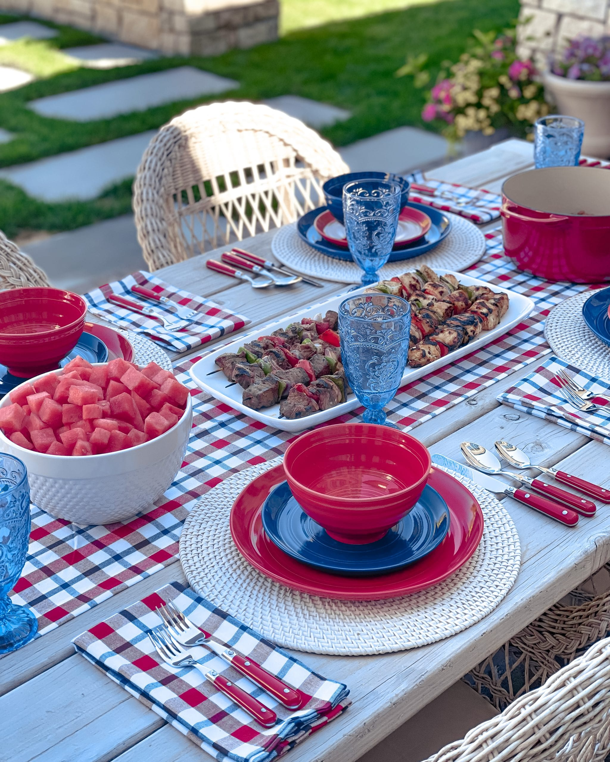 red and blue dinnerware