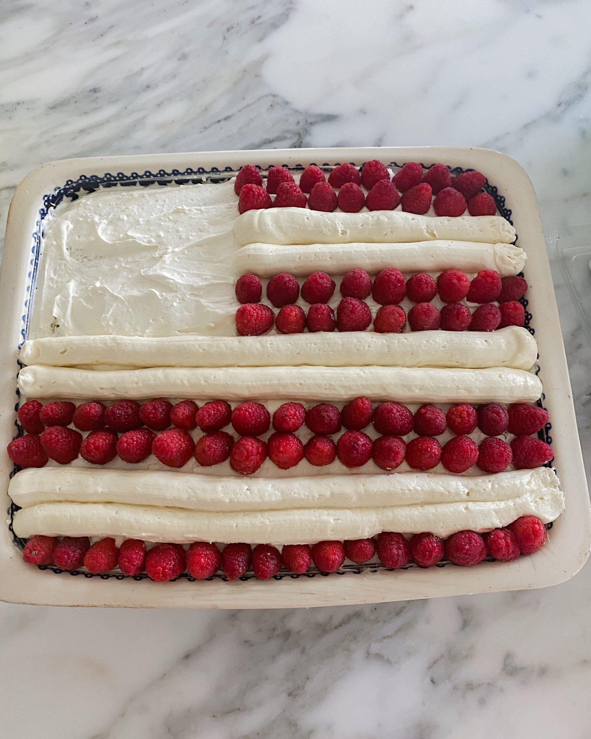 Stars and Stripes cake decorating